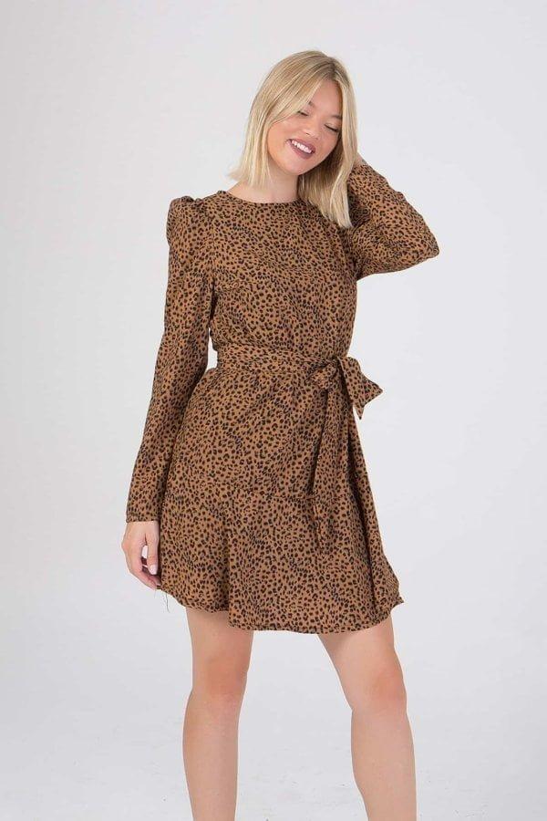 Φόρεμα εμπριμέ με ζώνη στη μέση  Benissimo